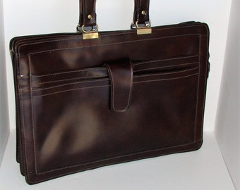 Retro Briefcase Leather  Lots of Room Very Retro Stylish Make A Statement With This Piece Very Nice Condition