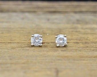 14K White Gold & 0.35cttw Diamond Earrings 0.5g