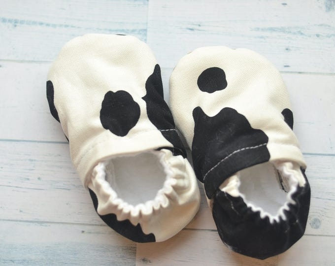 cow baby shoes newborn baby slippers monochrome baby booties funny boy slippers cowboy baby shower gift vegan crib shoes cow baby booties
