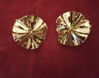 Lisner Clip on Earings. Gold Tone