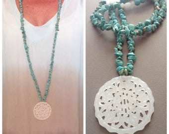 Long turquoise necklace and jade carved pendant / hippie chic / boho / bohemian / gemstone