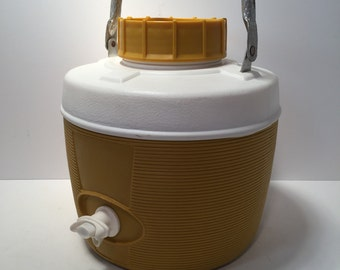 Vintage Poloron insulated cooler jug with cup