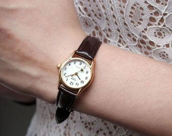 Casio Amour | Vintage, petite women analog watch in gold bezel, white face, tiny golden heart onthe seconds needle | Ladies gift ideas