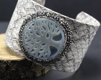 Leather Cuff Bracelet,Tree of Life Bracelet,Womens Charm Bracelet,Carved Jewelry,Personalized Leather Jewelry,Shell Tree of Life Jewelry