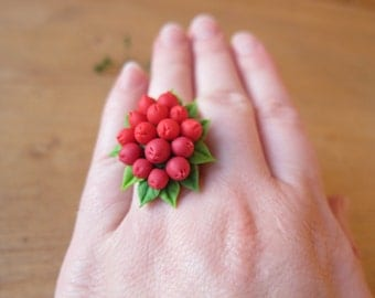 Red berries ring, berry ring, red ring, cold porcelain, red jewelry, Christmas ring, polymer clay berry, gift to her, woodland jewelry