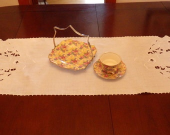 """Pretty Vintage White Cotton Embroidered Table Runner 40"""" x 15"""""""