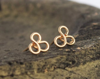 Minimalist gold earrings stud. Trefoil earring. Geometric 14k gold earring stud. Tiny gold earring stud. pease jewelry.