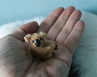 Adorable miniature pinching koala bear! Probably Steiff stuffed koala mini