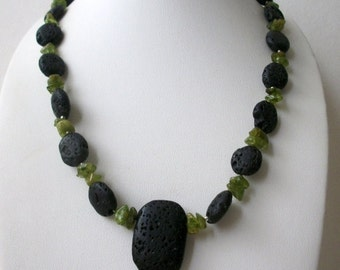 ON SALE Vintage 1950s Lava Rock Variations Of Green Semi Precious Stone Chips Necklace 22517