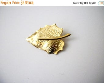 ON SALE Vintage Bright Gold Tone Surreal Leaf Metal Pin 40117