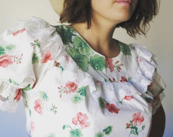 Vintage 70's Handmade Cotton + Lace Red White + Green Floral Ruffled Boho Top Size Large