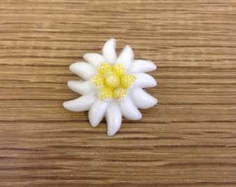 Vintage 1980's Plastic Yellow and White Daisy Flower Brooch - In good condition