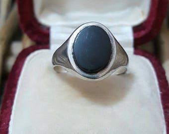 Vintage 1975 sterling silver signet ring, black jet, size k