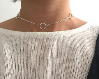 Choker with big circles