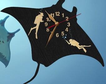 Wall Clock, Diving, Manta Ray & Divers Wooden clock 12inch(30cm), Wood Clock, Modern, Animals, Wall Art Decor, Gift Idea