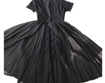 Gorgeous 1950s pleated bodice dress