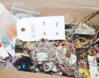 3LBS Broken Jewelry Lot, Junk Jewelry for Assemblage, Steampunk Supplies, Junk Drawer Lot, Jewelry Pieces, Vintage Jewelry, Broken Necklace