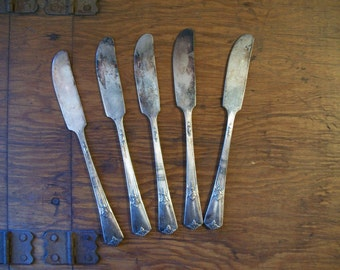 Vintage Silver Plated Wm Rogers & Son AA IS 1932 Guild Pattern Butter Knives Spread Silverware