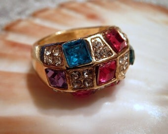 Vintage-ring-fashion Jewelry-unstamped-pink, turquoise and clear glass blocks-ideal for theatre-costume ball-carnival-