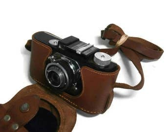 Vintage  Argus Anastigmat A2 Camera.  Black and Chrome Argus Camera with Leather Argus Case. Old Classic Photography 35mm Argus Camera