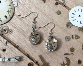 Watch movement earrings -metal oval - nickelfree - steampunk jewelry - made by: Handmade by Charlie