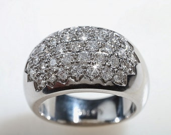 Natural diamonds and 18kt white gold coctail Ladies ring.
