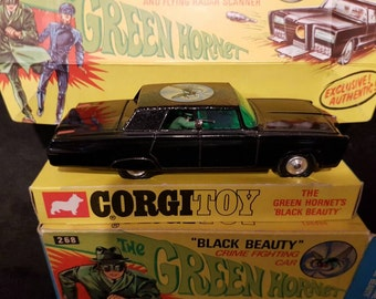 Corgi the green hornet mint  268 with all the extra items that come with this awesome car