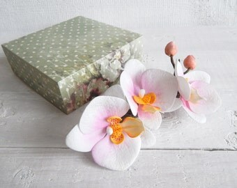 Orchid hair clip, Beach wedding, White orchid hair comb, Floral hairclip, Tropical hawaiian flowers, Floral headpiece, Phalaenopsis orchids