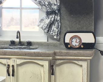 Miniature Retro Clock/ Radio