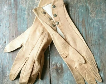 Vintage French leather dress gloves. Ladies gloves. Tan leather. Vintage fashion.