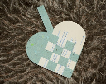 Scandinavian green woven heart - Gift basket for Christmas candies - Christmas decoration - Recycled paper - Music - Handmade in Iceland