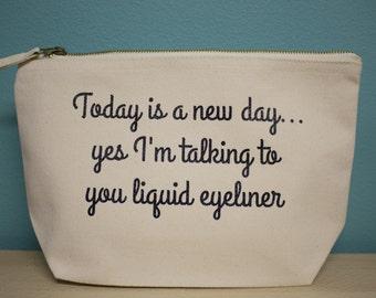 Eyeliner quote – Medium deep make up bag