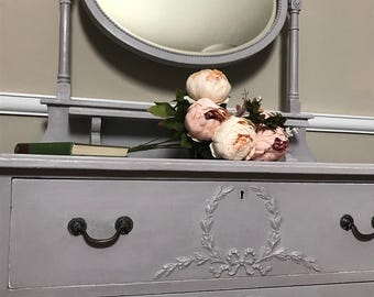Elegant handpainted antique dressing table / chest of drawers