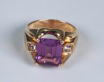 10K Yellow Gold Mens Ring with Purple Center Stone and White Accents , Size 8