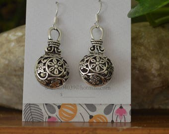 Hollow ball dangle earrings with flowers and vines