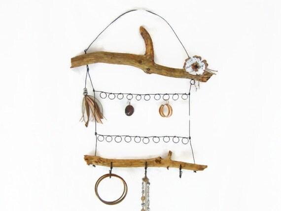 porte bijoux en fil de fer et bois flott de style boh me. Black Bedroom Furniture Sets. Home Design Ideas