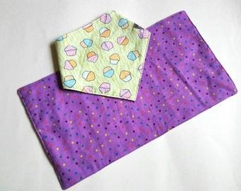 Cupcake Baby Bib, baby bib set , Baby Gift Set, Modern Baby Gift, Baby Girl Gift, Baby Shower Gift, green Bib Set, Baby Christmas Gift