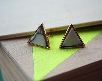 Boucles d'oreilles Triangle | doré effet marbre blanc | Joli bijou minimaliste  | collection 2017 | Cadeau pour elle | Pour tous les jours