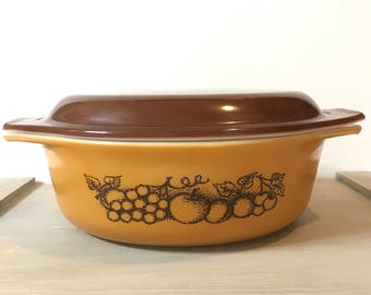 Vintage Pyrex Covered Casserole Old Orchard 043 Brown