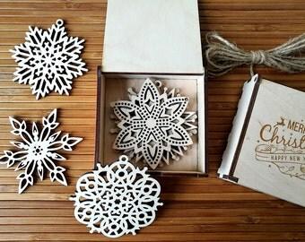 Christmas Decoration, Wooden Snowflake Ornaments, Christmas Gift, Holiday Gift, Wood Holiday Snowflake, Christmas tree ornament - Set of 4-6