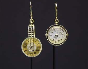 Yellow gold earrings with single-piece clock dials