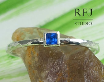 Square Synthetic Sapphire Hammered Silver Ring, September Birthstone 2x2 mm Princess Cut Blue Corund Ring Square Setting Blue Stackable Ring