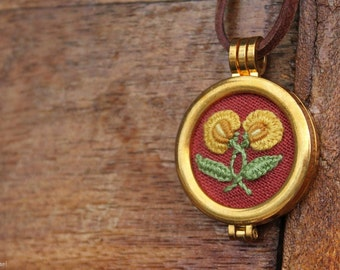 Hand embroidery, embroidered jewelry, embroidered pendant, floral pendant, pendant with autumn motif, hand embroidered jewelry, autumn gift