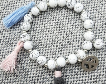 Marmorisierten pearls with beggar elements Bracelet (tassels in various colors and peace sign)