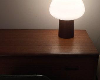 Laurel acorn lamp