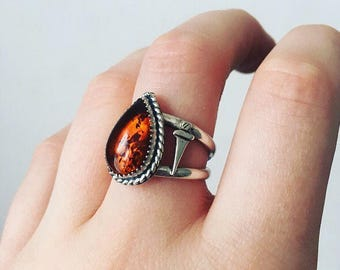 Sterling silver amber ring // Amber teardrop ring // sterling silver ring