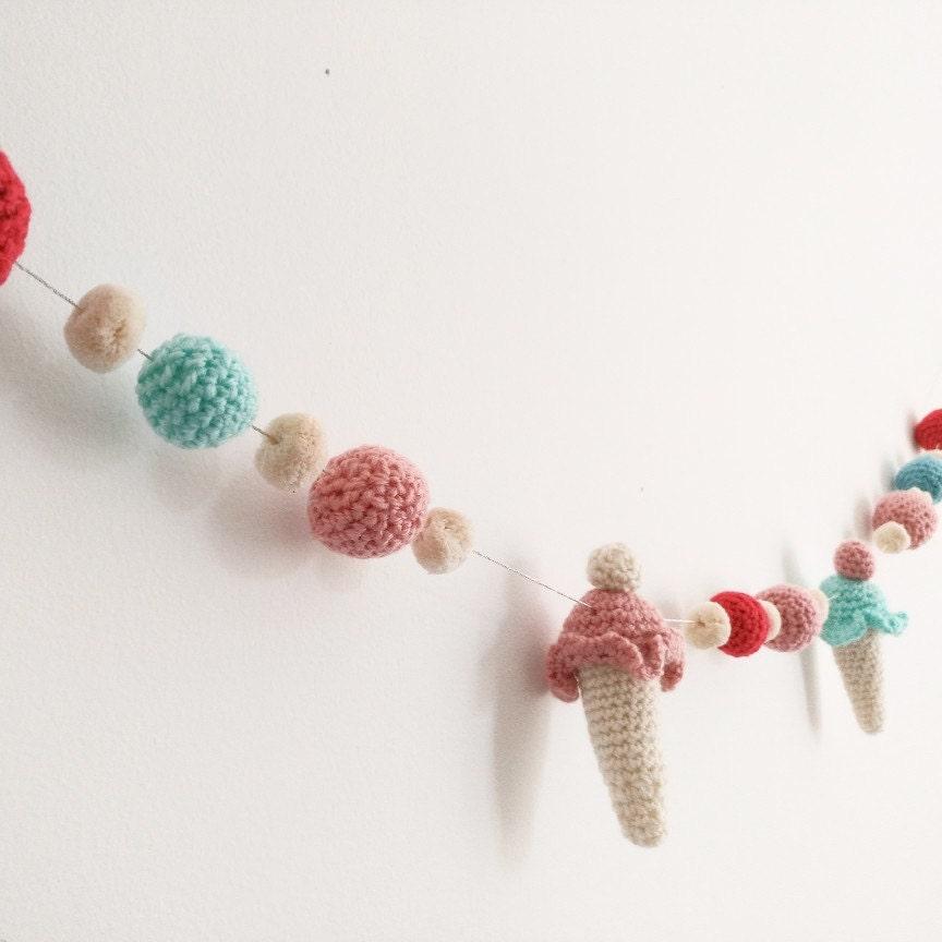 Guirnalda decorativa de helados y bolas de crochet guirnalda - Bolas de ganchillo ...