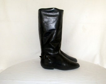 Sz 8 Women-Tall black boots-Vintage boots-flat boots-1980s-women rididng boots-leather boots.