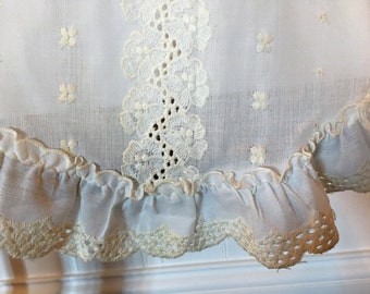 Vintage Eyelet Ivory Table Runner/Embroidered/Ruffled Edge/Farmhouse Linens