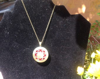 Essential Oil diffuser necklace !